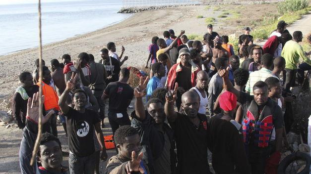 Marruecos-confirma-inmigrantes-cercanas-Ceuta_TINIMA20140206_0181_5