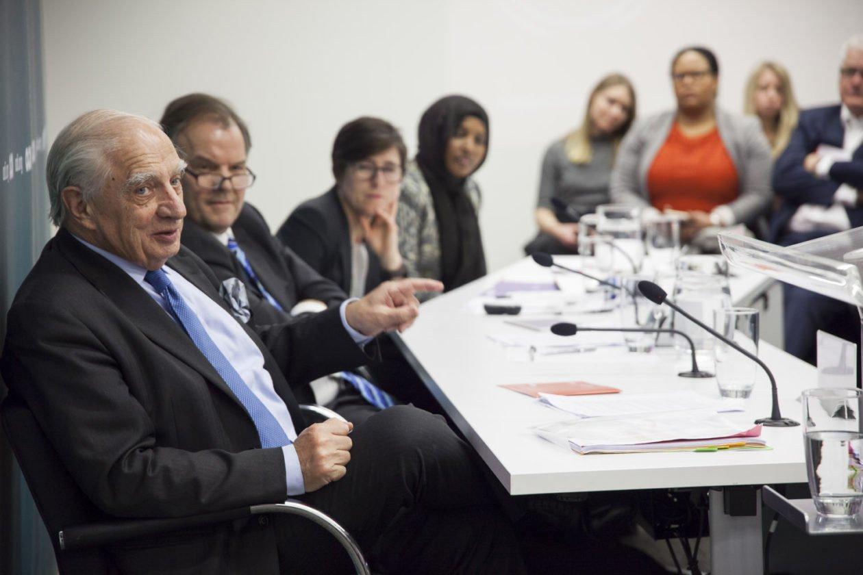Peter Sutherland en un evento sobre migración en el ODI