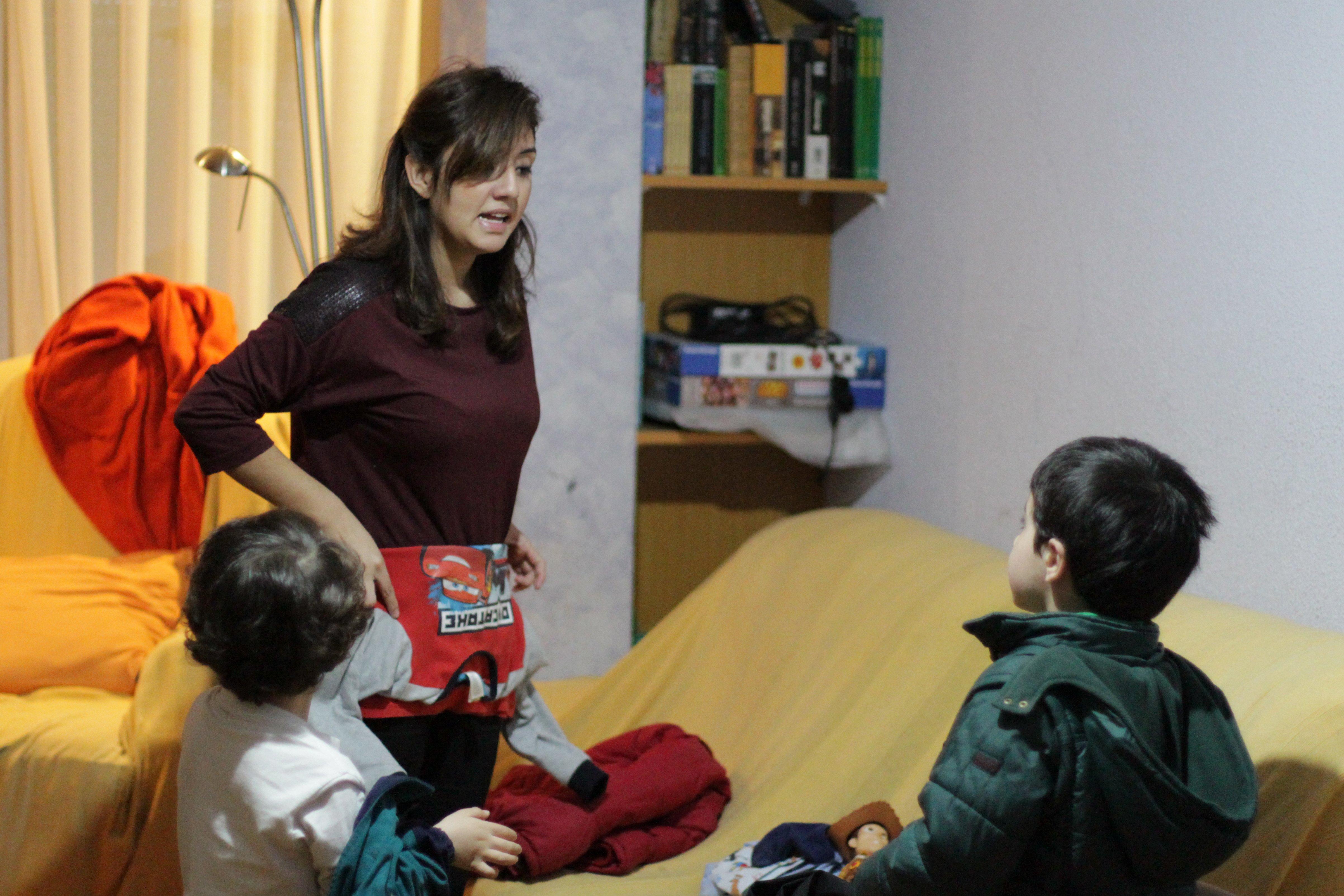 Por las mañanas Yuly prepara a los niños para ir al colegio.