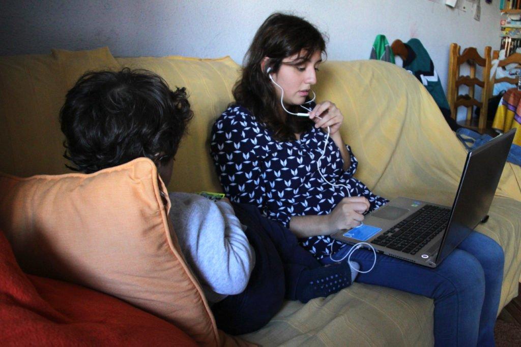 Yuly trabaja en ocasiones desde casa para poder cuidar de carlos y david fundaci n porcausa - Trabaja en casa ...