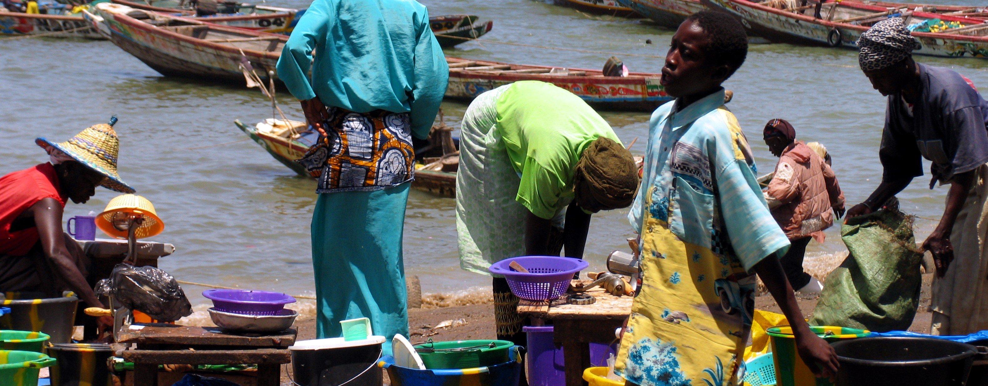 Pesca artesanal. en el puerto de M'bour (Senegal) en 2004.
