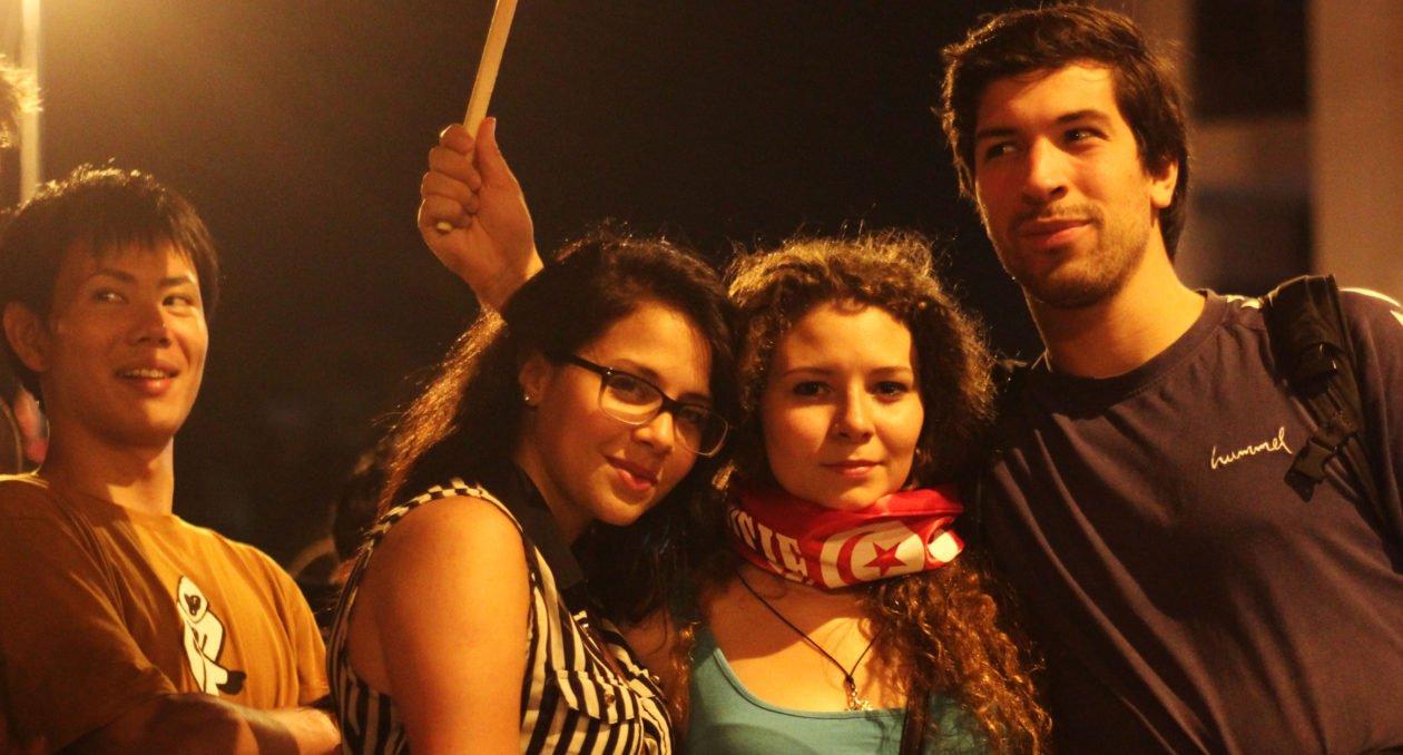 PorCausa narra la experiencia de la juventud en Túnez, jóvenes que no logran encontrar trabajo pero tampoco un futuro mejor en Europa por la vía legal.
