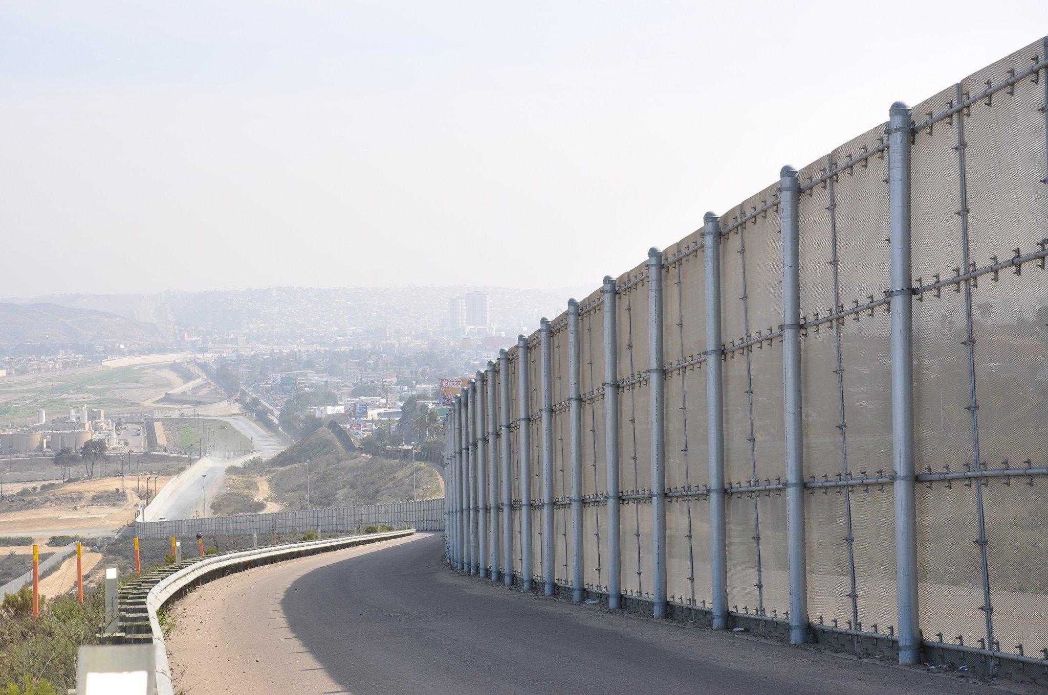 PorCausa te cuenta cómo un concurso anima a crear propuestas para la construcción del muro en la frontera con México bajo una falsa neutralidad política.