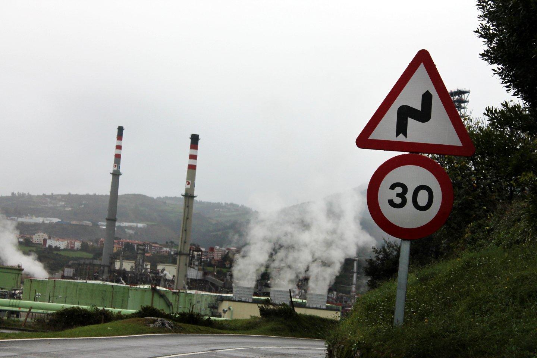 En la localidad de Muskiz la refinería de petróleo forma parte del paisaje natural. Foto / E.C.