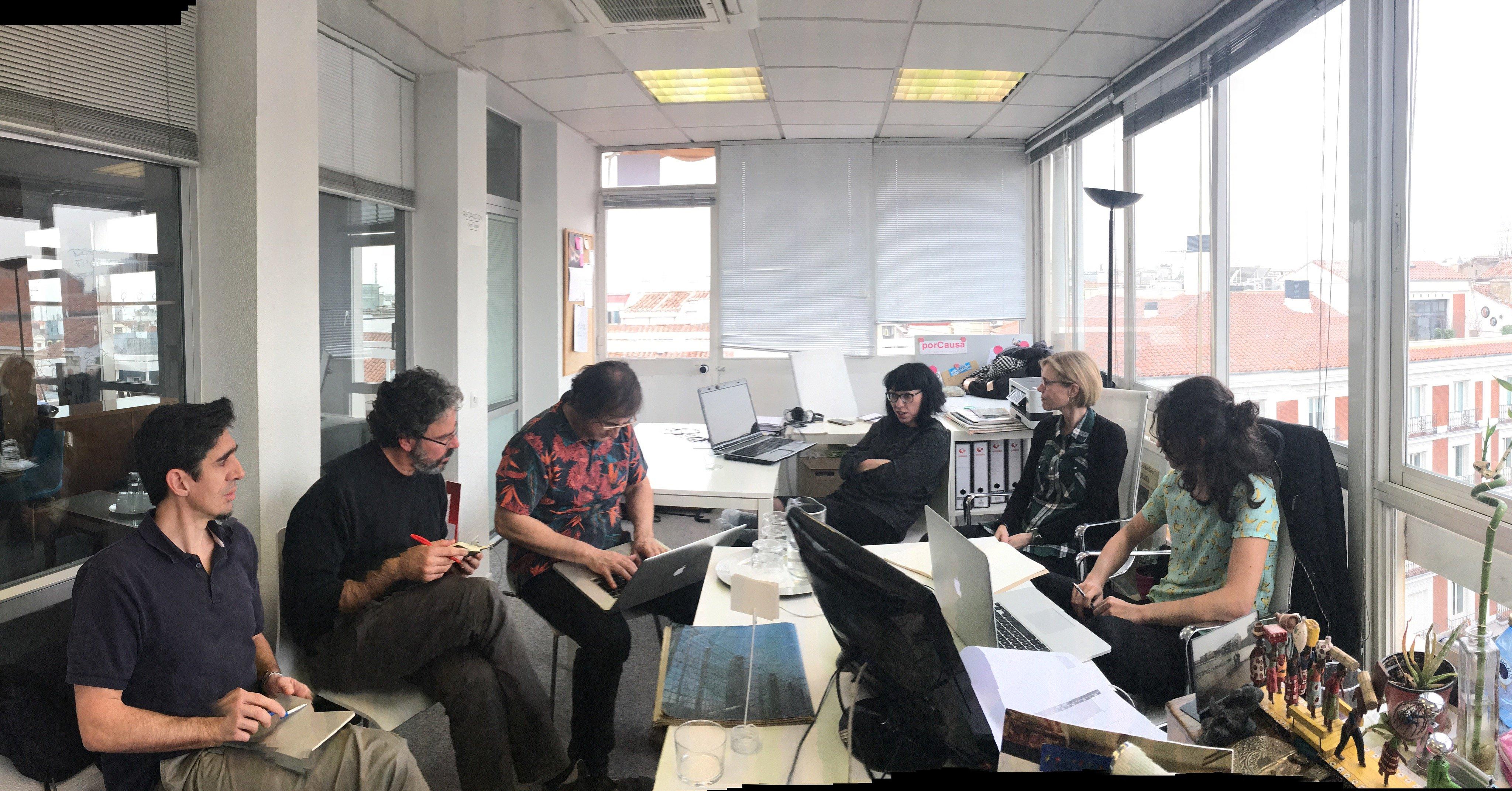 Trabajando en las oficinas de porCausa @lularoal