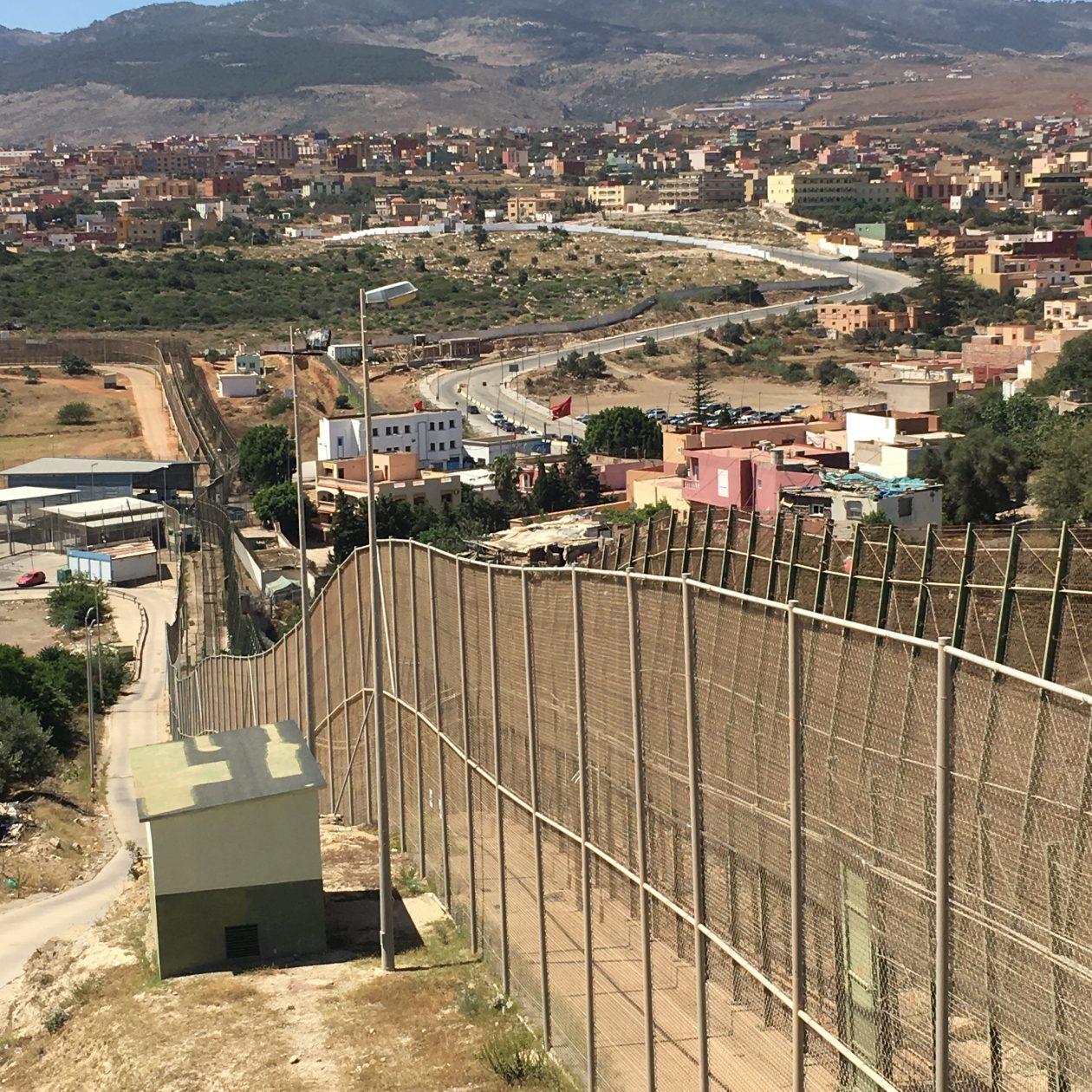 """Un estudio de porCausa halla que el 85% de los españoles asocia al inmigrante con """"malo"""" a pesar de su predisposición positiva ante la inmigración."""