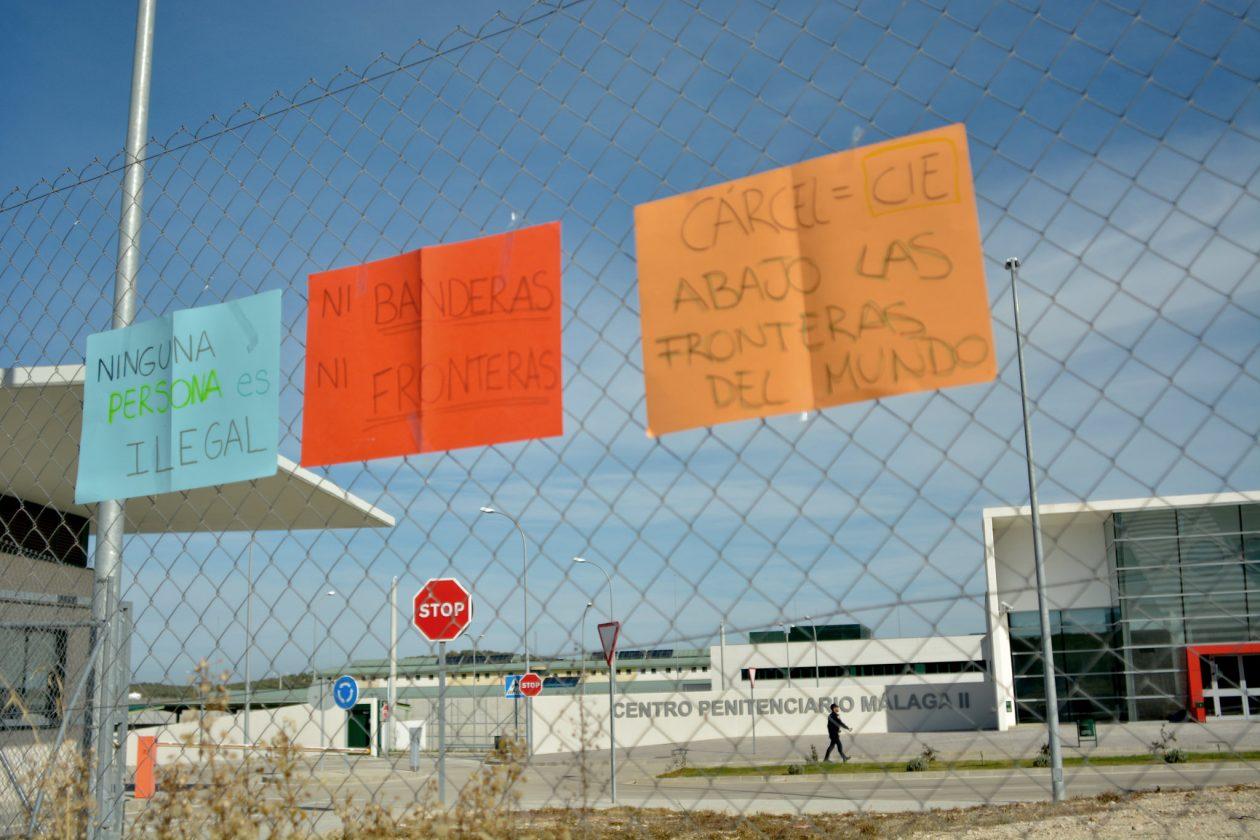 Concentración frente a la puerta del centro penitenciario de Archidona, el 26 de noviembre de 2017. Foto / Larissa Saud