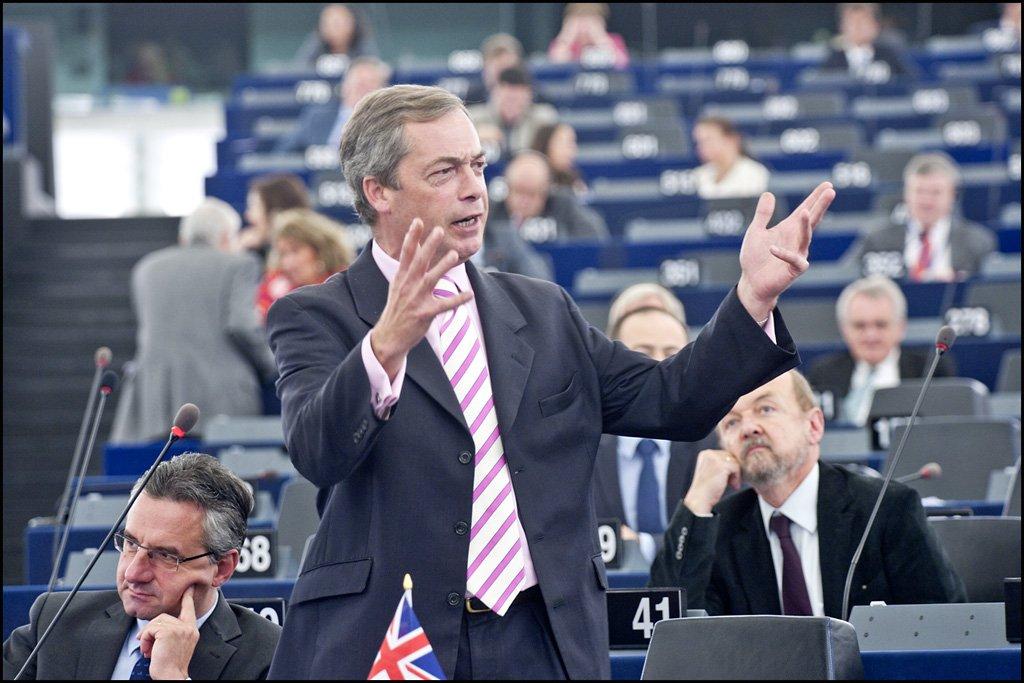 En porCausa develamos cómo se contagia el discurso antinmigratorio en la política europea y el avance de la xenofobia populista en el Parlamento Europeo.